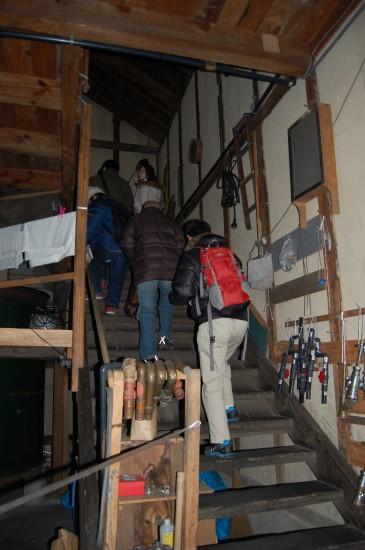 2.木造の蔵(階段) DSC_0043